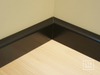 Solid wood skirtings, Baltic Birch, 15x90 x 2400 mm, profiel with radius, painted Graphite black RAL 9011
